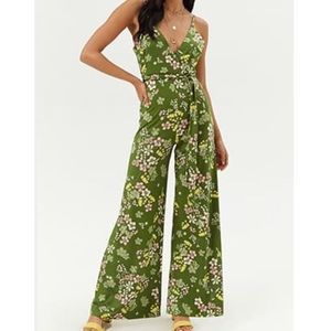 🌼F21 Green Floral Belted Jumpsuits 🌸